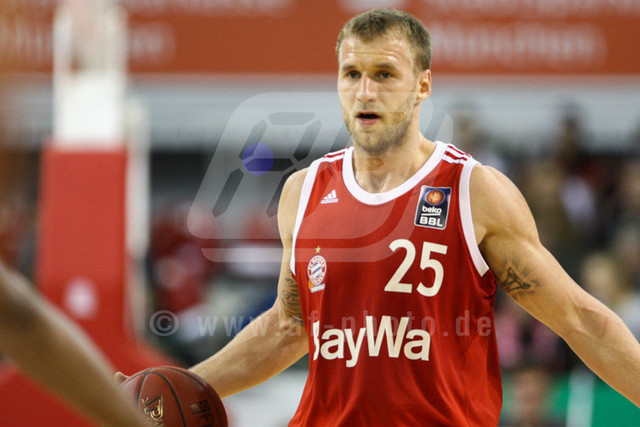 20151101_AF750A6939 | Anton GAVEL - SVK/GER - (#25/Shooting Guard/FC Bayern Basketball)\   Basketballgame FC Bayern vs. BG Göttingen in Munich, GERMANY at 01. November 2015  Bundesligaspiel in der deutschen Beko Basketballbundesliga zwischen dem FC Bayern Basketball und den BG Göttingen. Spielort ist der Audidome am 01.11.2016.   Basketballgame FC Bayern vs. BG Göttingen, Munich, GERMANY, , Beko Basketballbundesliga, 1. League, Germany, Audidome  Honorarpflichtiges Bild,  - fee liable image - Photo Credit: © ATP FREIESLEBEN Alexander
