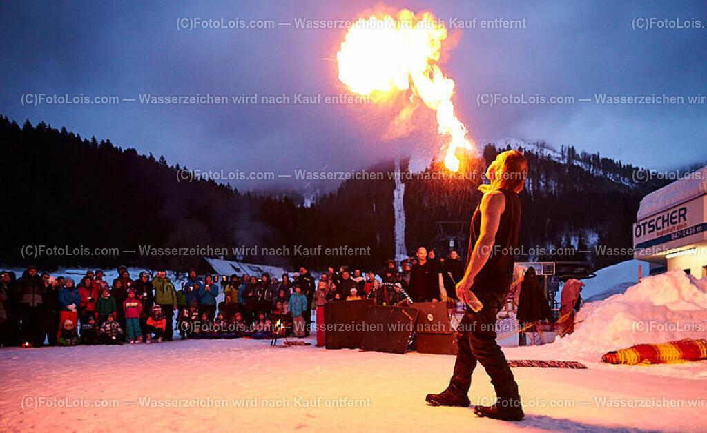 068_FIRE-ICE_Lackenhof   (C) FotoLois.com, Alois Spandl, FIRE & ICE in Lackenhof bei der Schirmbar im Weitental mit der Liveband àlaSKA, Feuershow von FEUERMATRIX, feurige Kulinarik, Pistenraupentaxi und dem großen Abschlussfeuerwerk zum Beginn der Semesterferien, Sa 2. Februar 2019.
