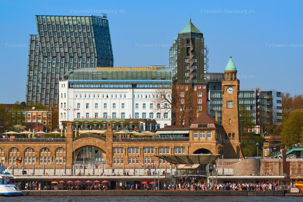 11985108 - Landungsbrücken und Hotel Hafen Hamburg | Blick vom Wasser auf die Landungsbrücken