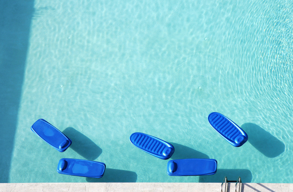 Miami | USA, Vereinigte Staaten von Amerika, Florida, Miami : Miami Beach, South Beach, Swimming pool, Schwimmmatratzen, Wasserliegen.