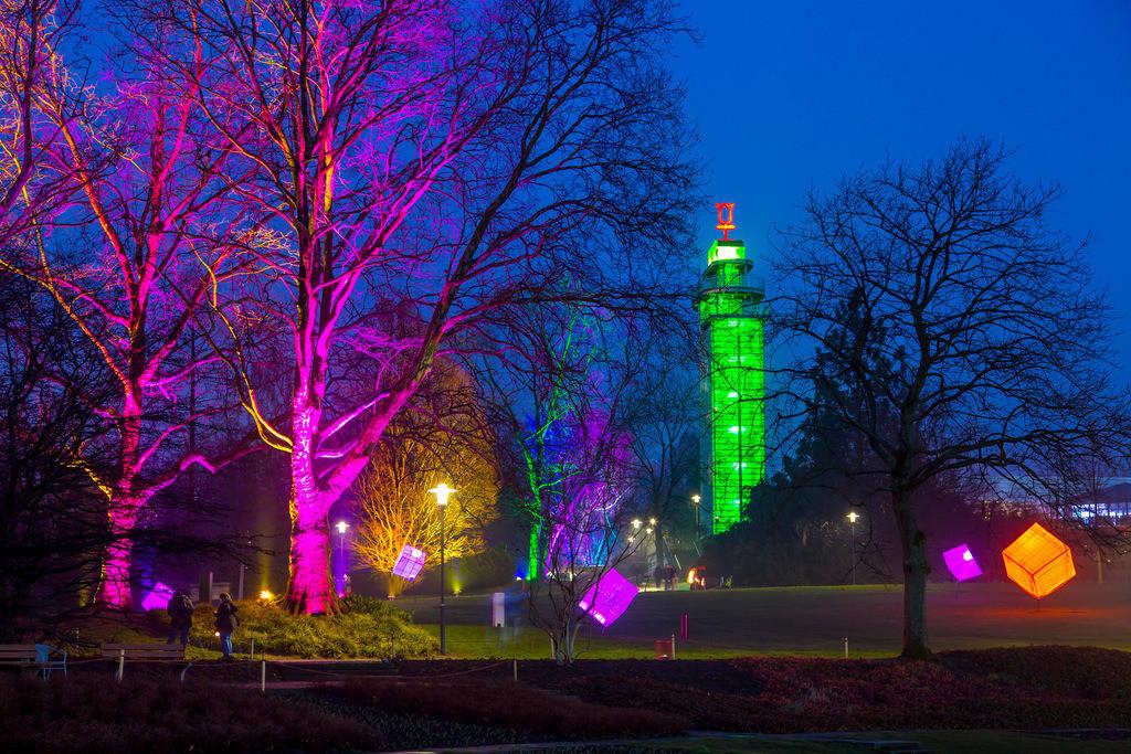 JT-160306-036 | Parkleuchten, Lichtinstallationen im Grugapark, illuminierte Objekte und Parklandschaften in einem Stadtpark in Essen, Deutschland,