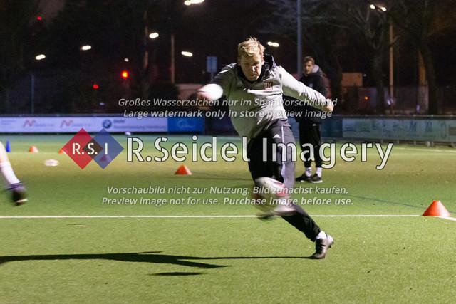 Nach Pandemie- und Winterpause darf der FC Teutonia 05 endlich das Training am Sportplatz Kreuzkirche wieder aufnehmen | Jan-Philipp Rose (Co-Trainer, Teutonia)