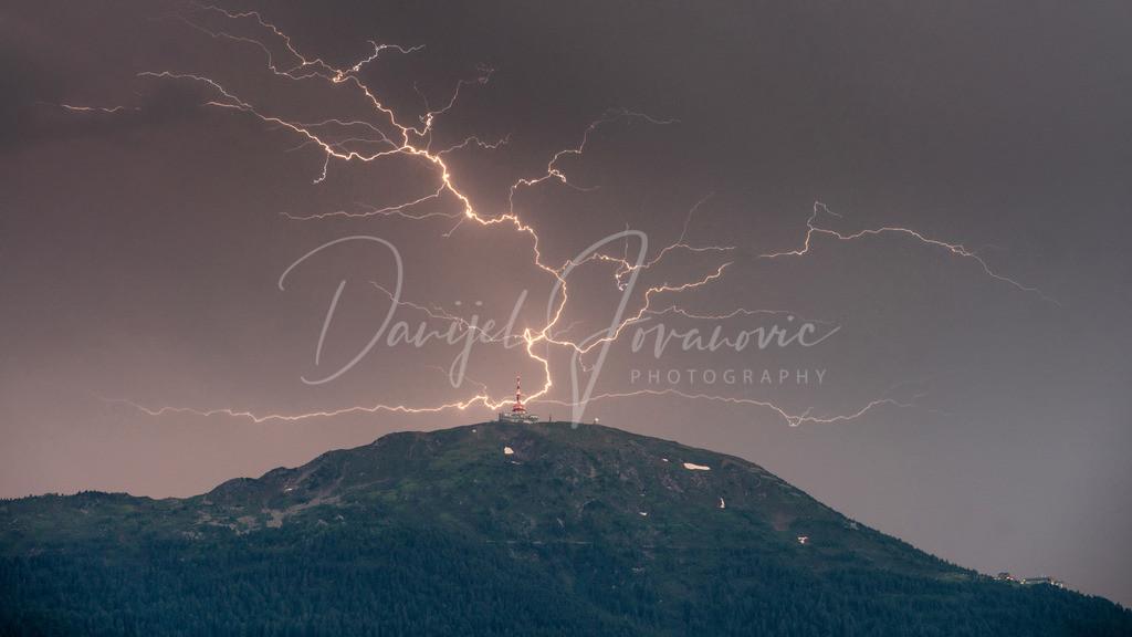 Crawler | Ein Crawler Blitz über dem Patscherkofel