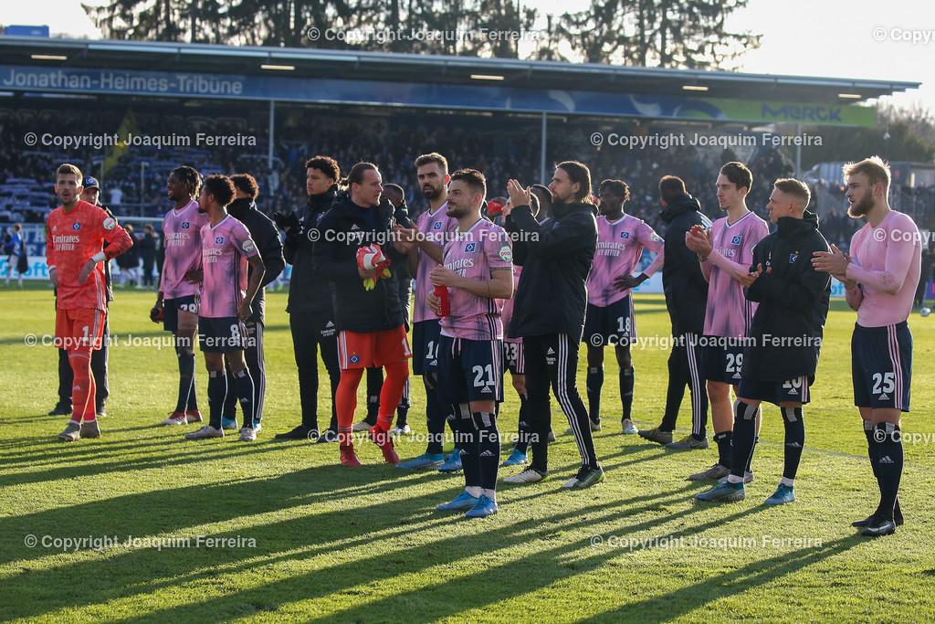 191221svdvshsv_1464 | 21.12.2019 Fussball 2.Bundesliga, SV Darmstadt 98-Hamburger SV emspor, despor  v.l.,  Spieler des Hamburger SV bedankt sich bei den Fans, bedanken, Dank. Mannschaft nach dem Spiel, after the match bedankt sich bei den Fans, applauds the fans, enttaeuscht, enttaeuscht schauend, dissapointed    (DFL/DFB REGULATIONS PROHIBIT ANY USE OF PHOTOGRAPHS as IMAGE SEQUENCES and/or QUASI-VIDEO)