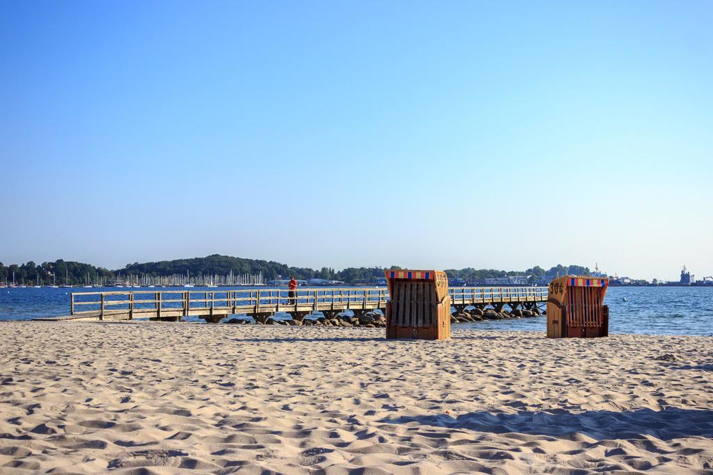 Strandkörbe an der Ostsee   Strandkörbe am Strand in Eckernförde im Sommer