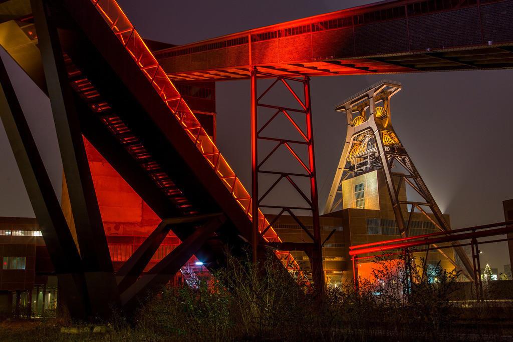 JT-160106-015   Zeche Zollverein, UNESCO Welterbe, Essen, NRW, Deutschland, Fördergerüst Schacht 12 Bandbrücken und Rolltreppe zum Ruhrmuseum in der Kohlenwäsche,
