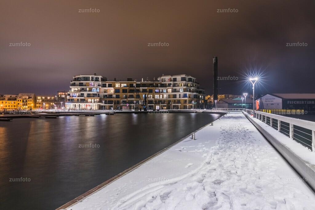 180401_2026-3500-05-A   --Dateigröße 6720 x 4480 Pixel-- Nachtaufnahme im Stadthafen von Waren (Müritz)