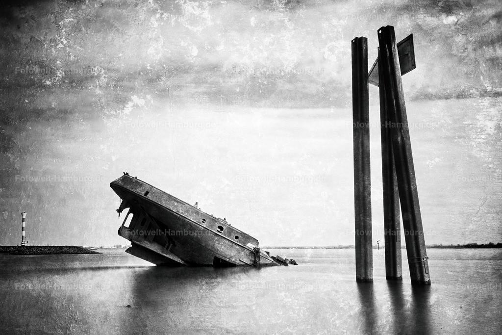 10210411 - Am Falkensteiner Ufer | Das bekannte Schiffswrack des Binnenschiffs