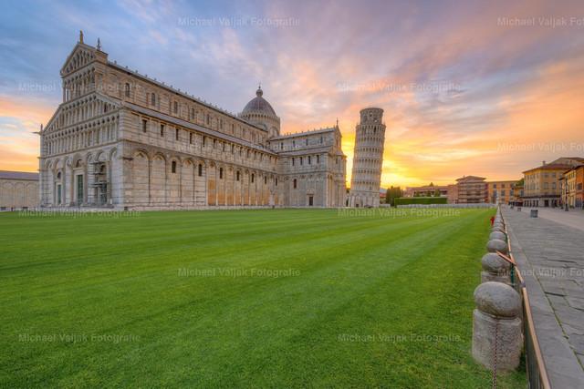 Pisa Sonnenaufgang | Sonnenaufgang beim Schiefen Turm von Pisa.