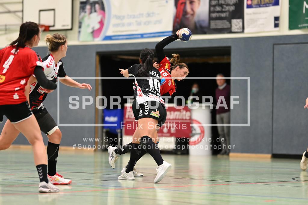 Handball I 1. HBF I HL Buchholz 08-Rosengarten - SV Union Halle-Neustadt Wildcats I 31.10.2020_00031 | Fatos Kuecuekyildiz (#10, HL Buchholz 08-Rosengarten) will Cecilie Woller (#15, SV Union Halle-Neustadt (Wildcats)) am Wurf hindern; 1. HBF I HL Buchholz 08-Rosengarten - SV Union Halle-Neustadt Wildcats am 31.10.2020 in Buchholz  (Nordheidehalle), Deutschland