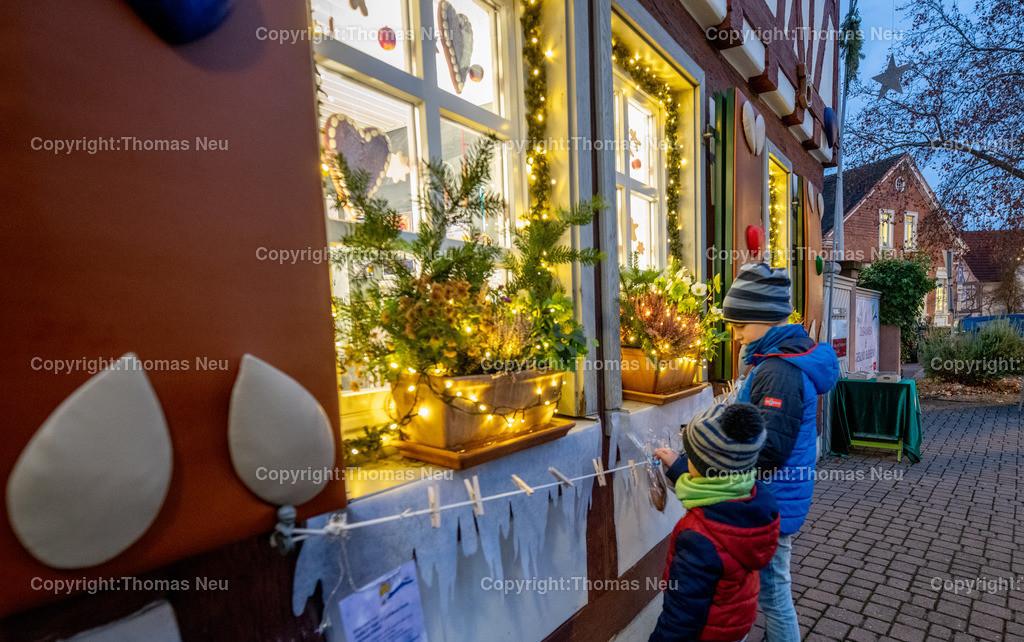 DSC_4078 | ble,Lorsch, blaues Weihnachtswunder, Innenstadt,Kultur Amt als Lebkuchenhaus, und Lebkuchen zum Mitnehmen  , Bild: Thomas Neu