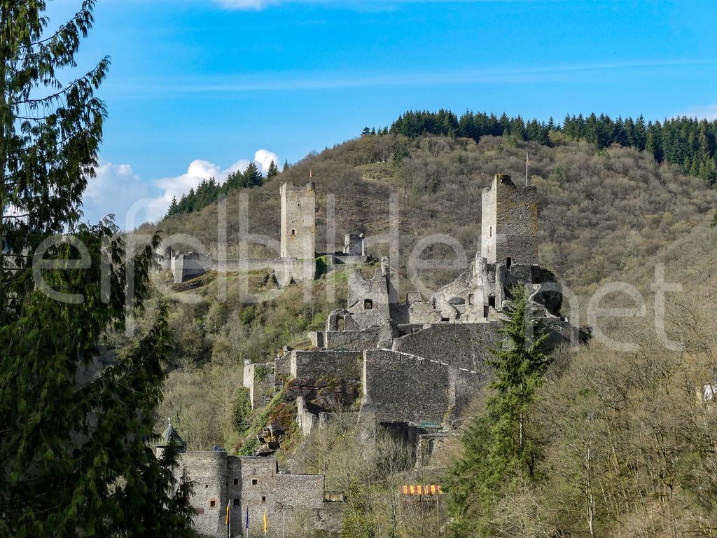 Burg Manderscheid | Blick auch die Niederburg in Manderscheid (Vulkaneifel)