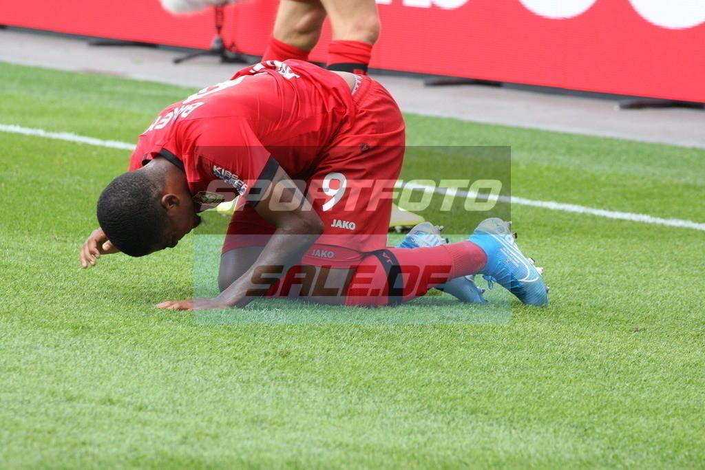 Bayer 04 Leverkusen - TSG 1899 Hoffenheim | Leon Bailey am Boden