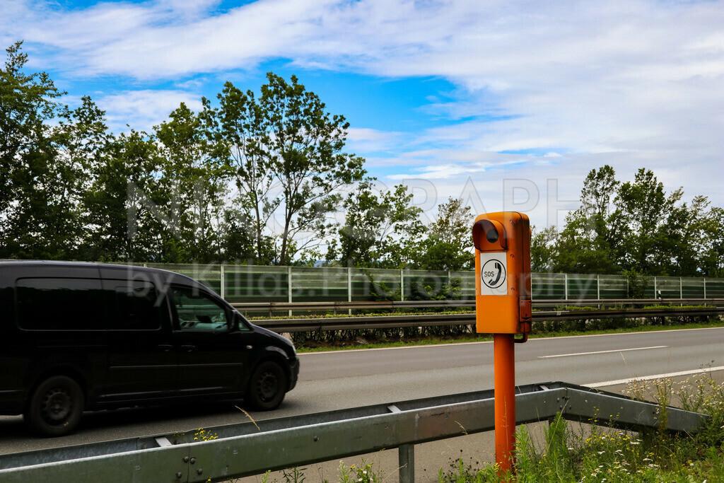 Notrufsäule an der A46   Eine Notrufsäule an der A46 bei Iserlohn.