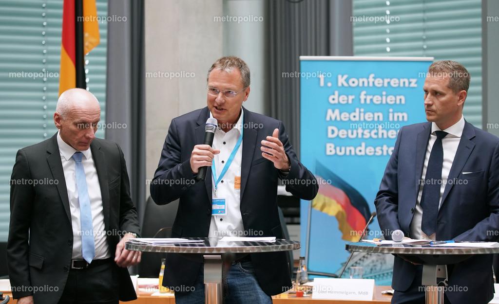 Michael Stürzenberger spricht Uwe Schulz Petr Bystron 1. Konferenz der freien Medien im Bundestag (2)
