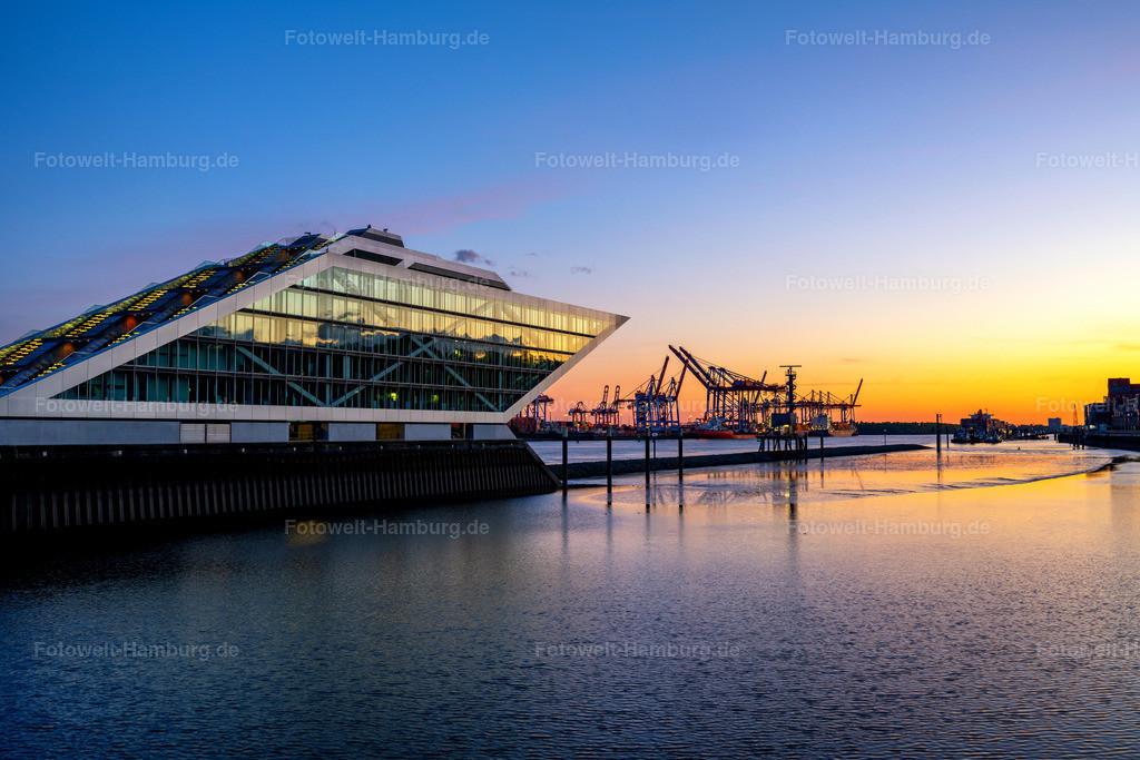 10200624 - Sonnenuntergang am Dockland | Faszinierende Abendstimmung an einem der architektonisch interessantesten Gebäude Hamburgs, dem Dockland in Altona.