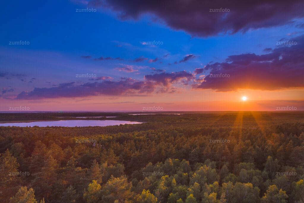 0-120623_2109-84-1496   Das ist der Blick vom Käflingsturm bei Speck über den Müritz Nationalpark in NW-Richtung beim Sonnenuntergang. ____Dateigröße 5588 x 3726 Pixel