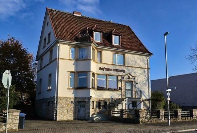 Hafenverwaltung | Erbaut 1928, mit dreieckigem Erker und welscher Haube ein Hingucker im Hildesheimer Hafen.