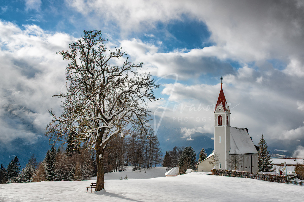 Mösern | Die Kirche von Mösern im winterlichen Kleid