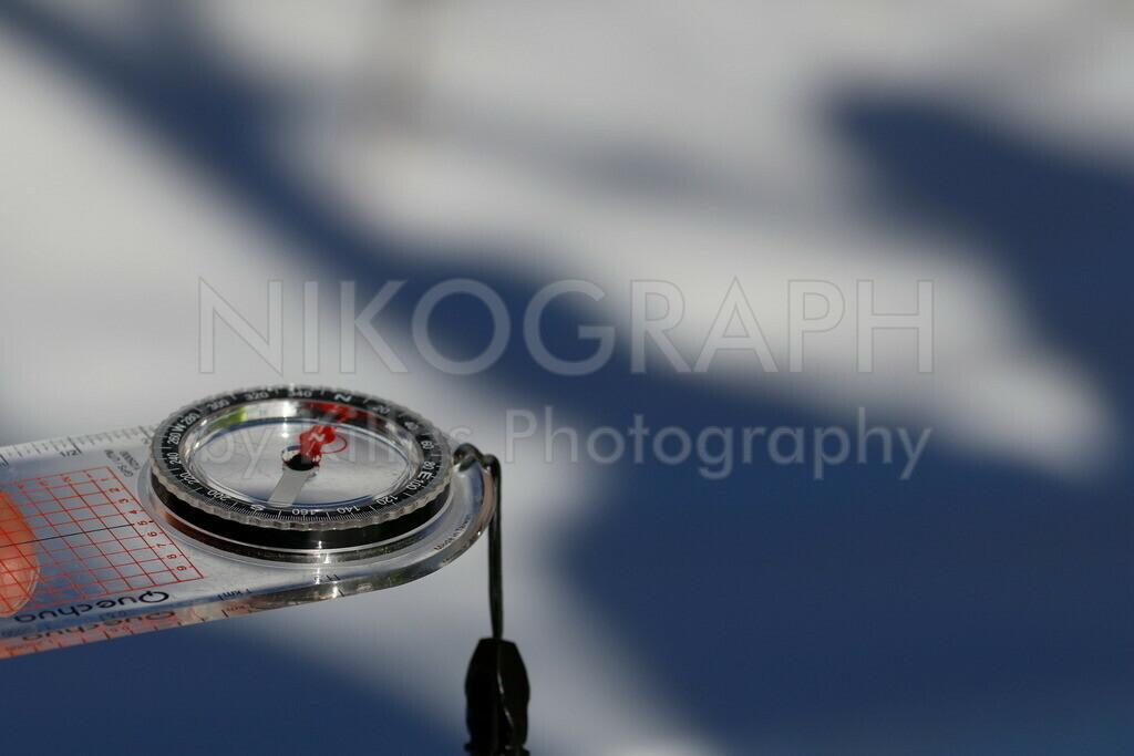 Kompass | Der Kompass ist ein wichtiges Werkzeug zur Orientierung im Rettungswesen. Insbesondere bei den Rettungshundestaffeln ist die Orientierung mit Hilfe von Karte und Kompass elementar.