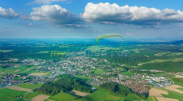 luftbild-traunstein-stadt-bruno-kapeller-12 | Luftaufnahme von Traunstein Stadt, im Herzen des Chiemgaus, Frühling 2019 mit Wolken. Übersicht als Panorama.