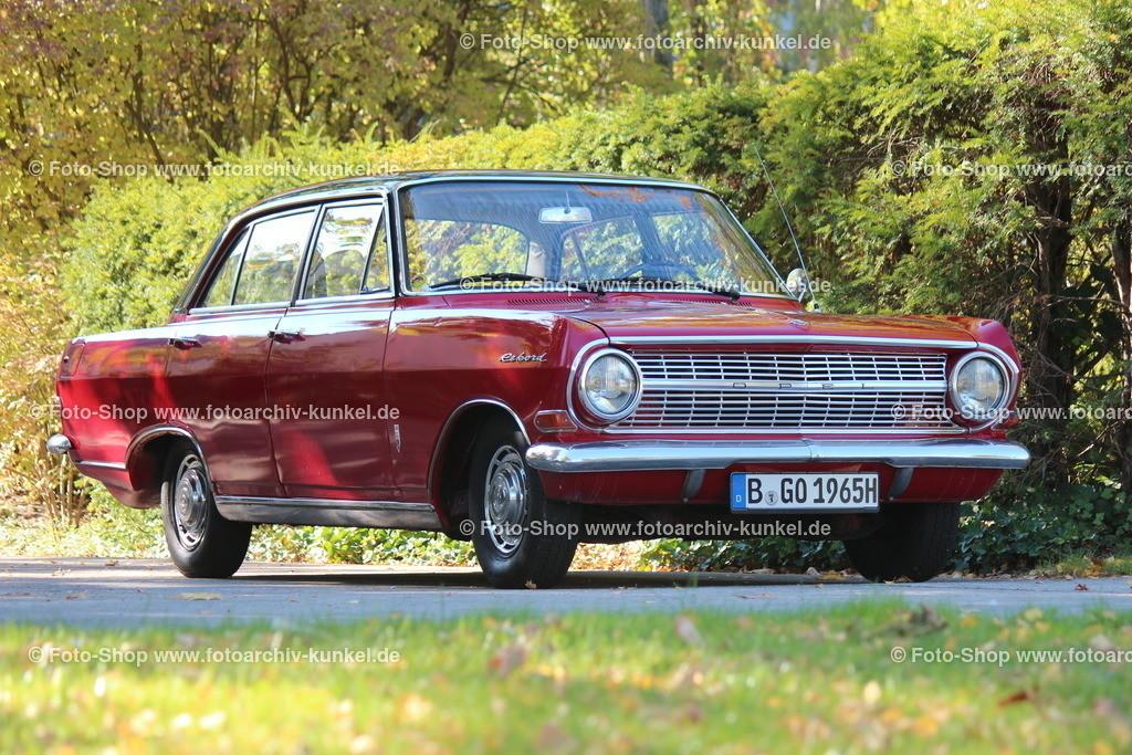 Opel Rekord 1700 L Limousine 4 Türen (Baureihe Rekord A), 1965 (1963-65)   Opel Rekord 1700 L Limousine 4 Türen, Baujahr: 1965, Farbe: Weinrot, Baureihe Opel Rekord A, Bauzeit 1963-1965, 4-Zylinder-Reihenmotor, Hubraum 1680 cm³, Leistung 60 PS bei 4300 U/min, 4-Gang-Getriebe, Hinterradantrieb, Vmax. 135 km/h, Hersteller: Adam Opel AG Rüsselsheim, BRD, Deutschland
