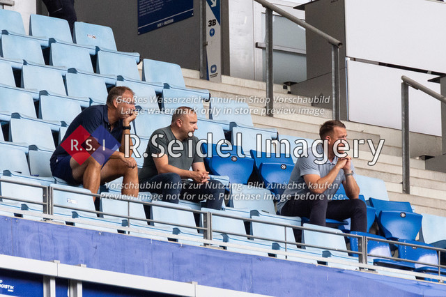 Fußball, Herren, Testspiel, Hamburger SV - FC Hansa Rostock, Volksparkstadion, 09.08.2020 | mittig: Robert Marien (Hansa Rostock Vorstandsvorsitzender)