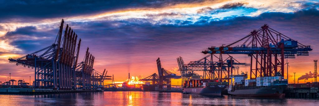 Port on Fire | Epischer Sonnenaufgang über dem Burchardkai und der Köhlbrandbrücke