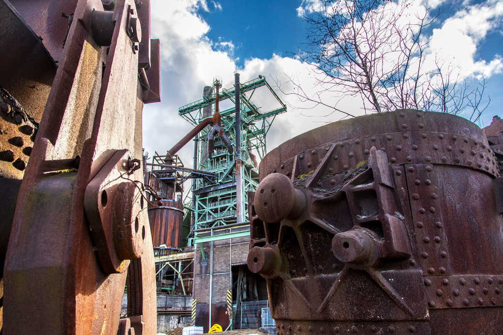 JT-170305-171 | LWL-Industriemuseum Henrichshütte Hattingen, ehemaliges Thyssen Stahlwerk, Pfannenwagen, Behälter für flüssiges Roheisen, Bewuchs,