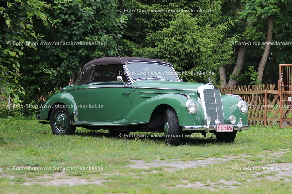 Mercedes-Benz 220 Cabriolet A 2 Türen, Baureihe W 187, 1951-1954   Mercedes-Benz 220 Cabriolet A 2 Türen, Farbe: Grün, Baureihe W 187, Bauzeit des Cabriolet A: 1951-54, Hersteller: Daimler-Benz AG, BRD