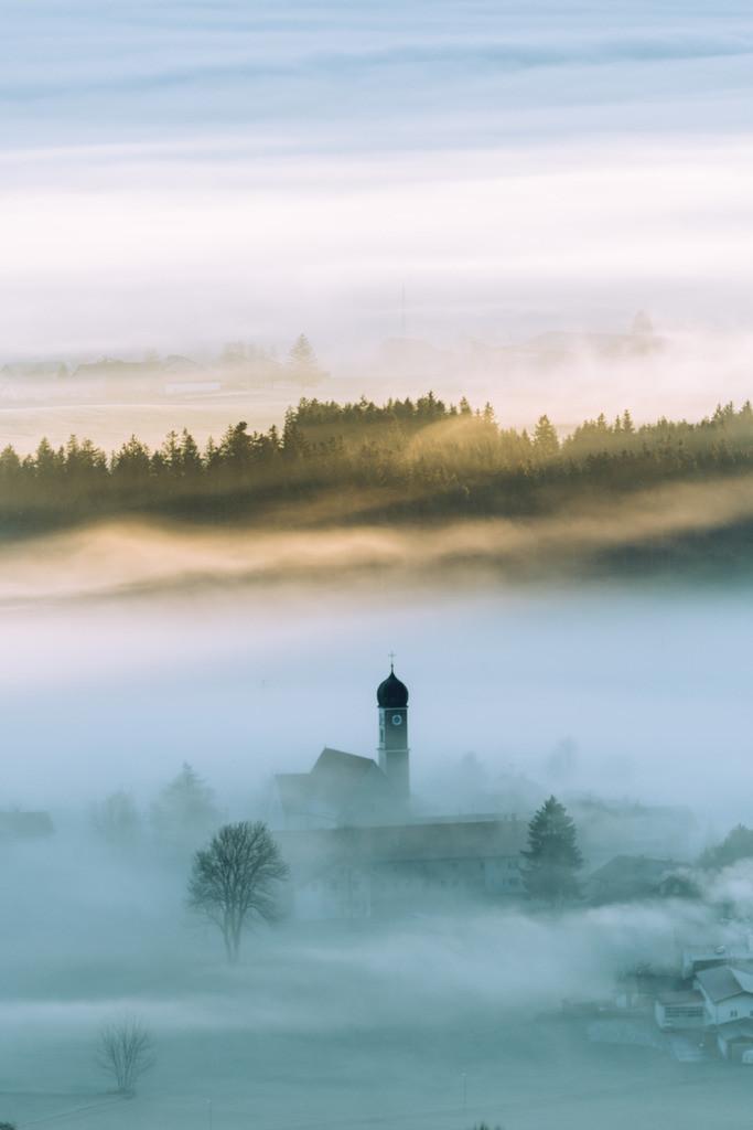 Allgäu Wandbild - Kirche im Nebel