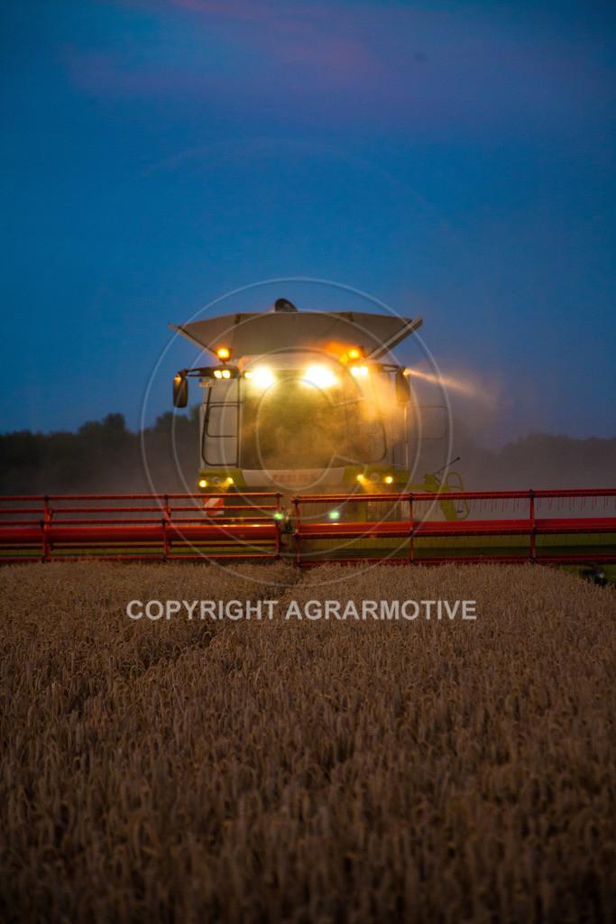 20120817-_MG_8847 | Weizenernte in der Dämmerung