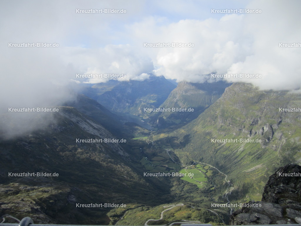 Blick auf den Geirangerfjord | Blick auf den Geirangerfjord, aufgenommen vom Dalsnibba