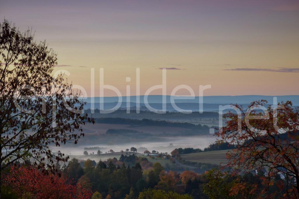 Mystische Morgenstimmung in der Vulkaneifel | fotografiert in Daun Schalkenmehren