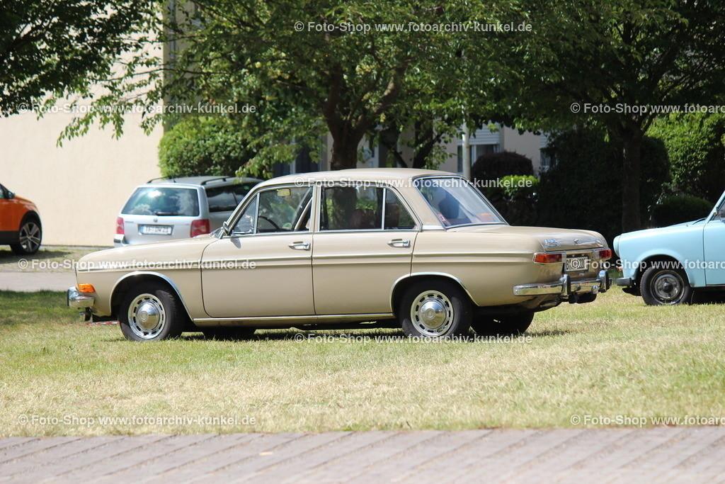 Audi Super 90 Limousine 4 Türen (Typ F 103), 1966-72   Audi Super 90 Limousine 4 Türen, Farbe: Ocker/ Beige, Bauzeit: 1966-1972, Audi Typ F 103, BRD, Deutschland