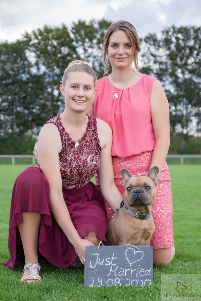 Hochzeit Geseke Brautpaar mit Hund