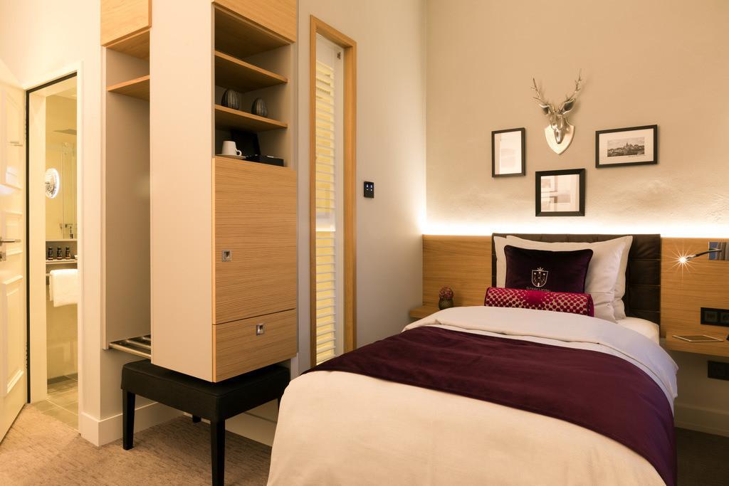 zimmer-komfort-einzelzimmer-01-hotel-brunnenhaus-schloss-landau
