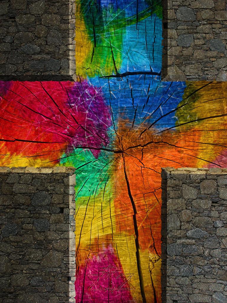 Kreuz aus Holz und Stein | Ich denke:  Das Kreuz ist weniger zum Anfassen, als zum Hineinschauen und Erkennen.