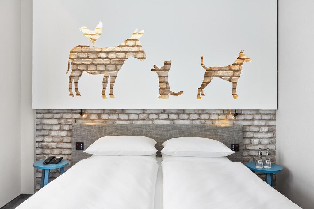 zimmer-komfort-kingzimmer-03-hplus-hotel-bremen