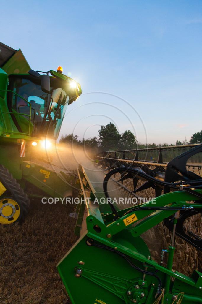 20120817-_MG_8789 | Weizenernte in der Dämmerung