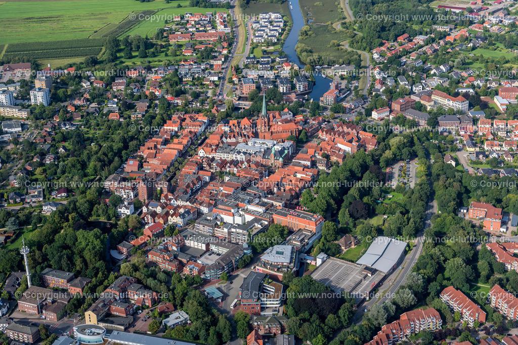 Buxtehude Altstadt_ELS_6148230717 | Buxtehude - Aufnahmedatum: 23.08.2017, Aufnahmehöhe: 433 m, Koordinaten: N53°28.098' - E9°41.678', Bildgröße: 6877 x  4590 Pixel - Copyright 2017 by Martin Elsen, Kontakt: Tel.: +49 157 74581206, E-Mail: info@schoenes-foto.de  Schlagwörter:Niedersachsen,Luftbild, Luftbilder, Deutschland