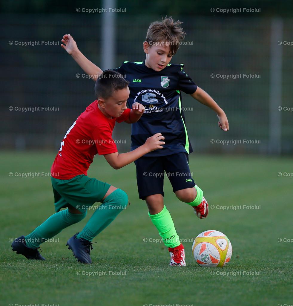 A_LUI27092021_30   SPORT,FUSSBALL, FC WELS_SC HOERSCHING U 9 27.09.2021 IM BILD: SCHWARZ (HOERSCHING) UND ROT (FC WELS )FOTO:FOTOLUI