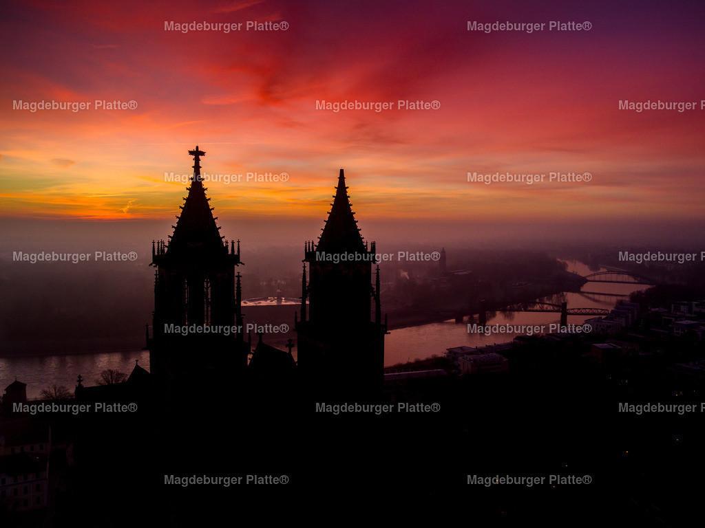 Magdeburg Sonnenaufgang Dom lange-0125   Luftbilder aus der Vogelperspektive von MAGDEBURG ... mit Drohne oder von oben fotografiert für die Bilddatenbank der Luftbildfotografie von Sachsen - Anhalt.
