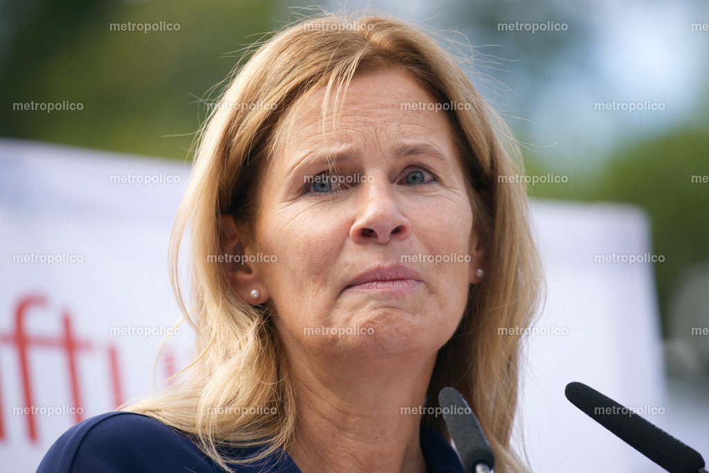 Katrin Müller-Hohenstein (8)