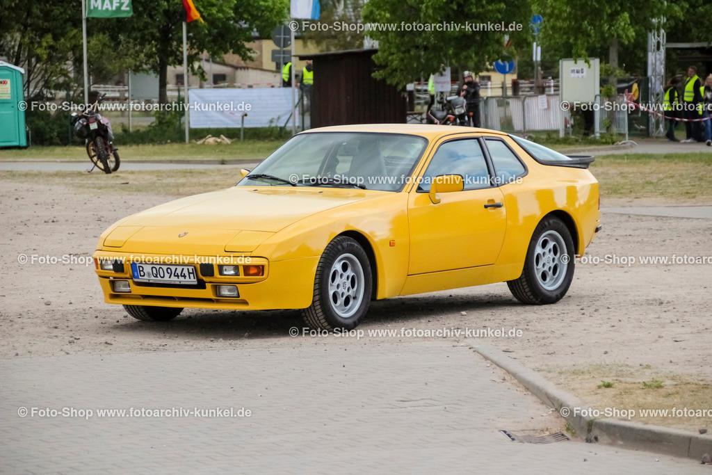 Porsche 944 Coupé 2 Türen (944/I), 1981-85 | Porsche 944 Coupé 2 Türen, Farbe: Gelb, Bauzeit 1981-85, 944 der 1. Serie = 944/I, BRD, Deutschland, Sportwagen, Sportcoupé