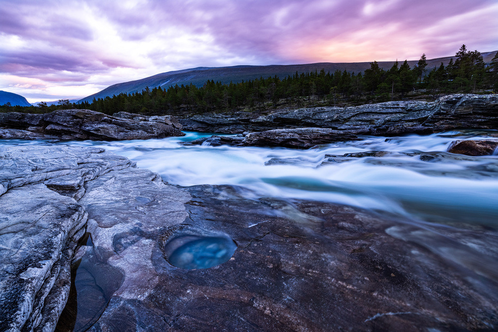 The river and the sky | Colors everywhere – a Norwegian and the sky are competing for the brightest colors.