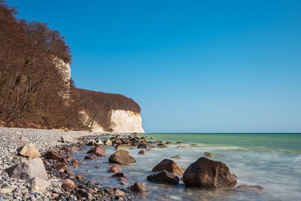 Kreidefelsen an der Küste der Ostsee auf der Insel Rügen | Kreidefelsen an der Küste der Ostsee auf der Insel Rügen.
