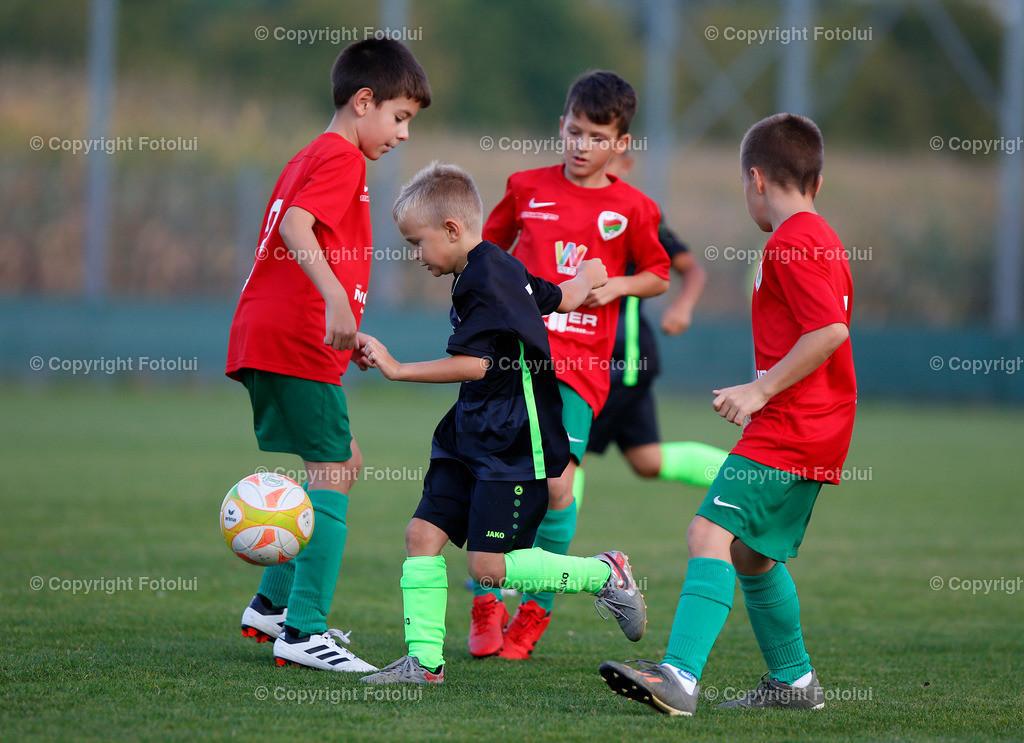 A_LUI27092021_12   SPORT,FUSSBALL, FC WELS_SC HOERSCHING U 9 27.09.2021 IM BILD: SCHWARZ (HOERSCHING) UND ROT (FC WELS )FOTO:FOTOLUI