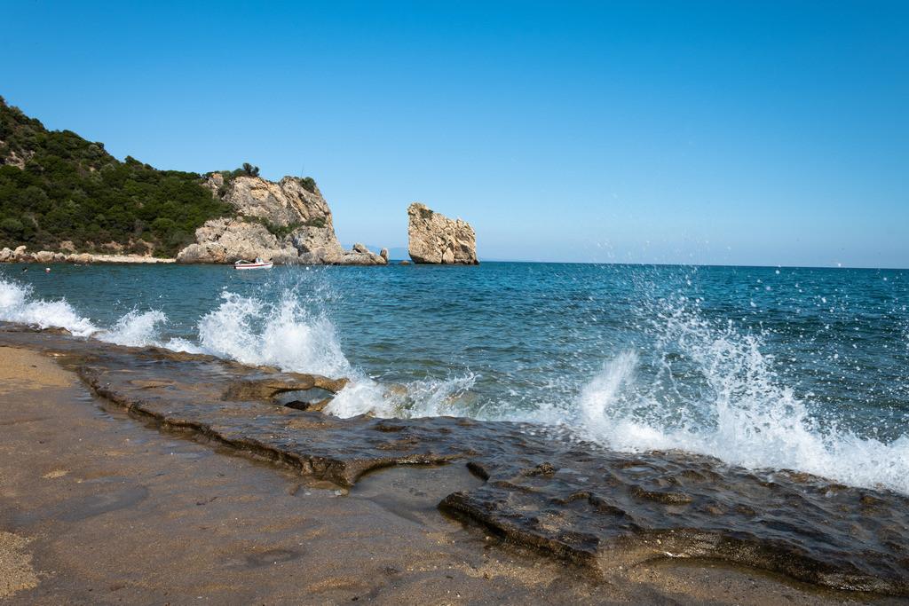 20190720-Waves at a greek beach