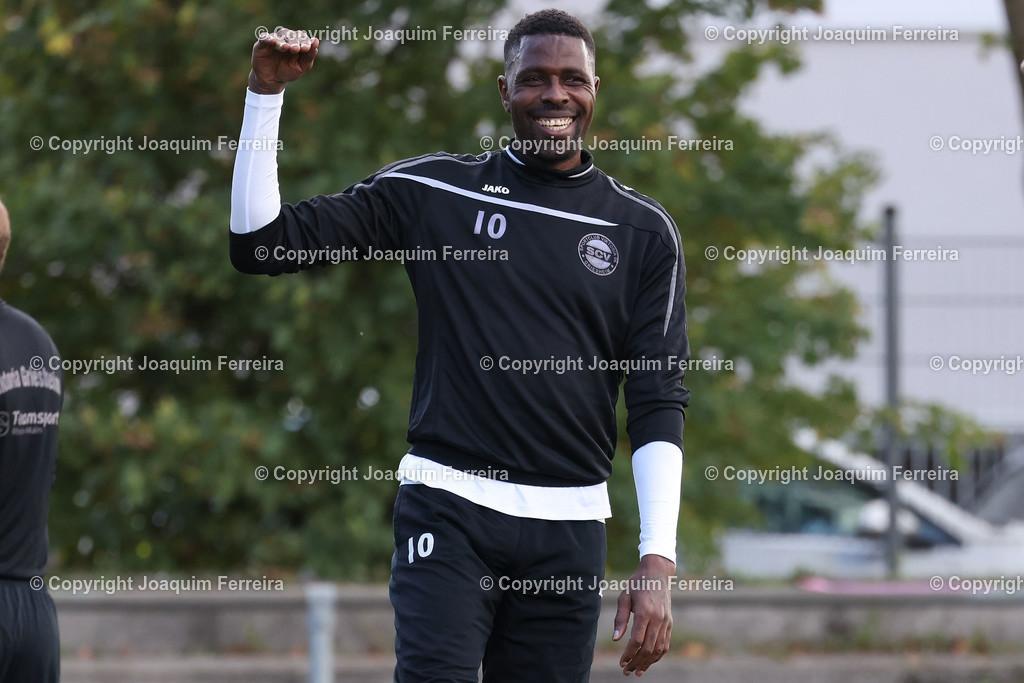 0551_3002 | 10.10.2020 Fussball Hessenliga SC Viktoria Griesheim - Hünfelder SV  v.l.,  Mohamadou